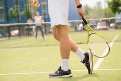 Профессиональные теннисисты принимать конкуренция стоковая фотография rf