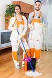 Профессиональные уборщики на работе Стоковое фото RF