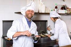 Профессиональные шеф-повара работая на на вынос Стоковая Фотография RF