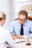 Профессиональные юристы имея переговор стоковое фото rf