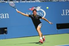 Профессиональные Milos Raonic теннисиста практик Канады для США раскрывают 2015 стоковые изображения rf