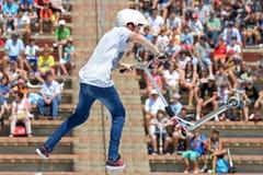 Профессиональный всадник на конкуренции Пак самоката на Central Park на спорт крайности LKXA Стоковое Изображение RF