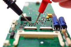 Профессиональный инженер открывая электронный отказ Стоковые Фотографии RF