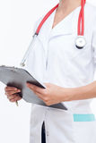 Профессиональный молодой женский доктор работает крепко стоковые фото