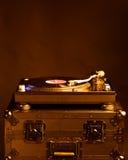 Профессиональный turntable dj на случае полета, темной предпосылке Стоковые Изображения RF