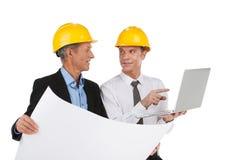 2 профессиональных дизайнера рисуя план. Стоковая Фотография