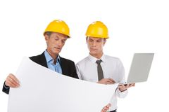 2 профессиональных построителя смотря план. Стоковое Фото