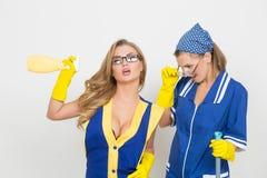 2 профессиональных уборщика сексуальная busty девушка и Стоковая Фотография RF