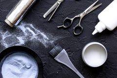 Профессия парикмахера отборная цвета волос на темной предпосылке Стоковая Фотография