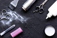 Профессия парикмахера отборная цвета волос на темной предпосылке Стоковое Изображение RF