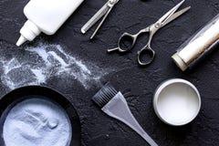Профессия парикмахера отборная цвета волос на темной предпосылке Стоковые Фотографии RF