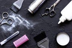 Профессия парикмахера отборная цвета волос на темной предпосылке Стоковые Изображения RF