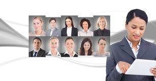 Профили портрета женщины касающие различных людей Стоковые Изображения RF