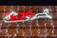 Профиль саней и северного оленя Санта Клауса с светами рождества на ноче звезды абстрактной картины конструкции украшения рождест Стоковая Фотография