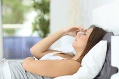 Профиль боли женщины страдая головной дома Стоковая Фотография RF
