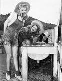 Профиль 3 молодых женщин качать для яблок (все показанные люди более длинные живущие и никакое имущество не существует Warran пос Стоковая Фотография
