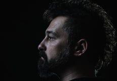 Профиль человека с бородой стиля причёсок и goatee гребня Стоковое Фото
