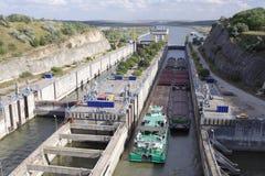 проходить замка канала баржи Стоковое Изображение RF