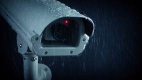 Проходить камеру CCTV в проливном дожде сток-видео