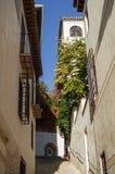 Проход с Карменом в историческом центре Гранады, Испании стоковое изображение