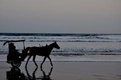 Проход через спокойный пляж Стоковые Фотографии RF