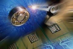 Процессоры компьютера с открытым дисководом жесткого диска и бинарным голубым postproduction световых эффектов Стоковые Фотографии RF