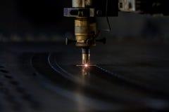 Процесс вырезывания лазера Стоковые Изображения RF