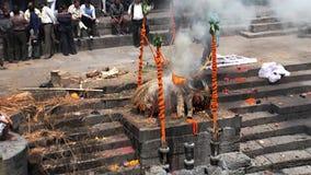 Процесс гореть умерших Традиции и таможни locals акции видеоматериалы