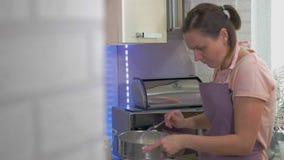 Процесс делать пирожные! акции видеоматериалы