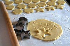 Процесс делать домодельные печенья Стоковое Изображение RF