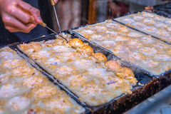 Процесс к варить takoyaki в ОСАКА, Японии Стоковые Фотографии RF