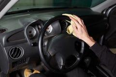 Процесс очищать автомобиль стоковые изображения