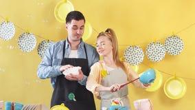 Процесс очищать блюда после дня рождения акции видеоматериалы