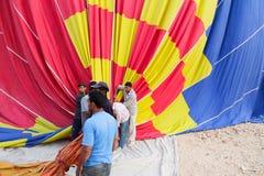Процесс падения воздушного шара в Луксоре Стоковая Фотография