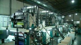 Процесс печати газеты на фабрике акции видеоматериалы