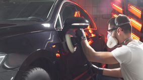 Процесс полировать тело автомобиля сток-видео