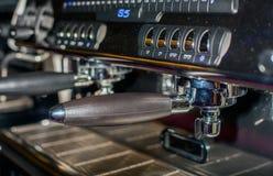процесс подготовки фото машины выдержки espresso кофе длинний Стоковое Изображение RF