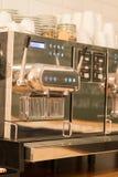процесс подготовки фото машины выдержки espresso кофе длинний Стоковые Фото