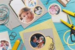 Процесс создания альбома детей стоковая фотография rf