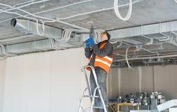 Процесс устанавливать установку закрепляет для рифлёного провода w Стоковые Изображения RF