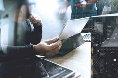 Процесс Co работая, команда предпринимателя работая в творческом офисе Стоковая Фотография