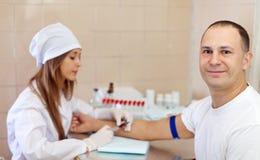 Процедура захвата крови от вены Стоковые Изображения