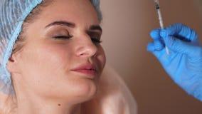 Процедура лицевой впрыски Подготавливать для впрыски antiage Женский пациент акции видеоматериалы