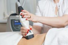 Процедура по Cosmetological лимфатический дренаж стоковые фотографии rf