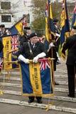 прочь великобританским ex обслуживание флагов свернутое легионом стоковое изображение