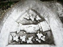 прощальное рукопожатие gravestone Стоковое фото RF