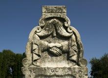 Прощальный высекать могильного камня рукопожатия Стоковое Изображение RF