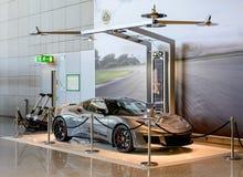 Продавать стойку автомобиля роскоши спорт Стоковая Фотография RF