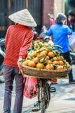 Продавец дамы уличного рынка Вьетнама Стоковое Изображение RF