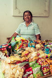 Продавец закусок в белом городе popayan Колумбии Южной Америке Стоковые Изображения RF